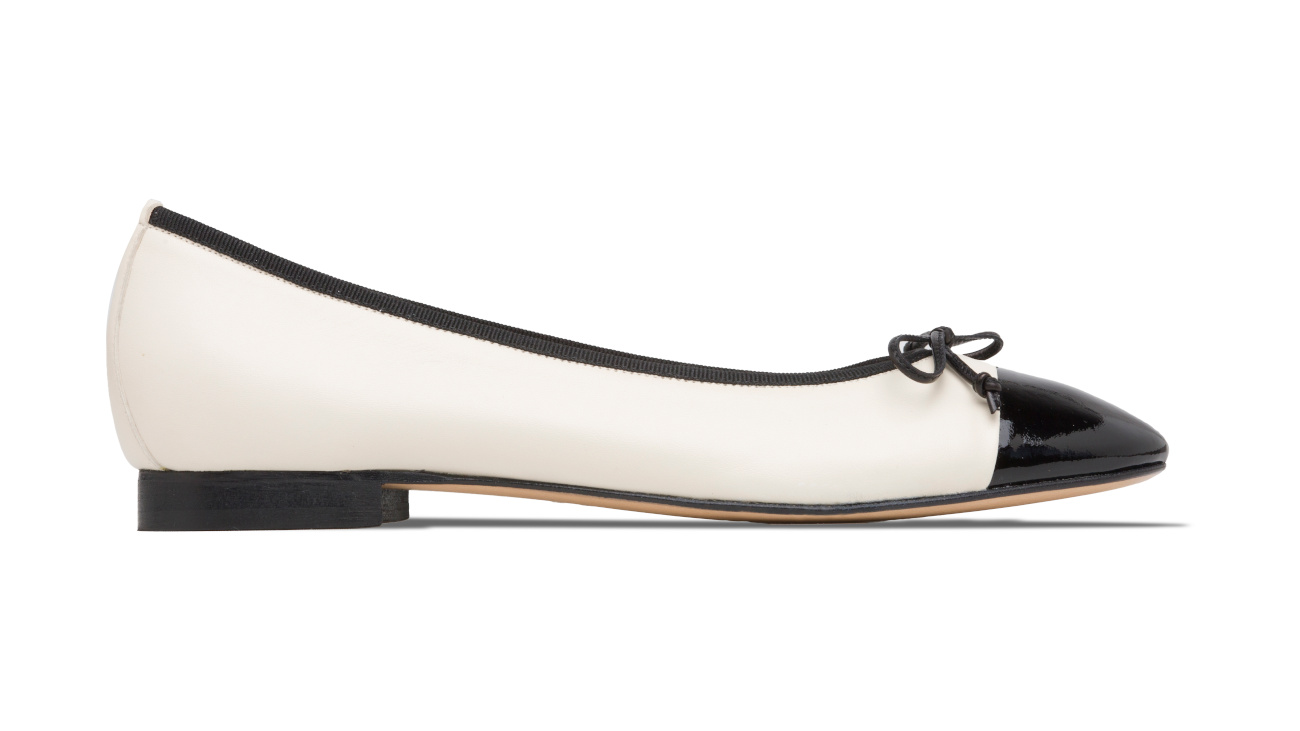 ballerine bianche con punta in vernice nera chanel 5
