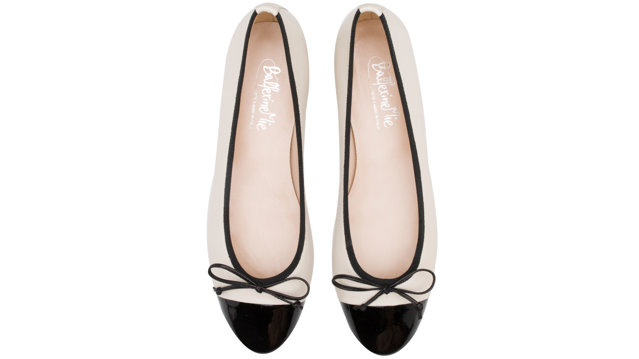 ballerine bianche con punta in vernice nera chanel 6